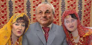 Харемът на Доган позира за снимка; Снимки: Интернет; Колаж: Дани К.