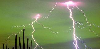 Когато гръм удари – как ехото заглъхва; Снимка: Интернет (Гръмотевици над Тусон, Аризона, САЩ)