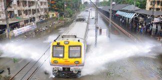 Релсово превозно средство след обилен дъжд; Снимка: Интернет
